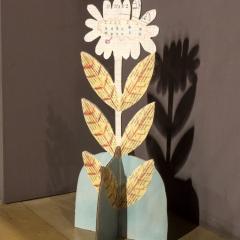 Il giardino inventato, veduta dell'installazione: fiori di cartone